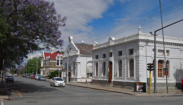Beaufort West is the principle town of the Koup and lies in the shadow of the Nuweveld Mountains