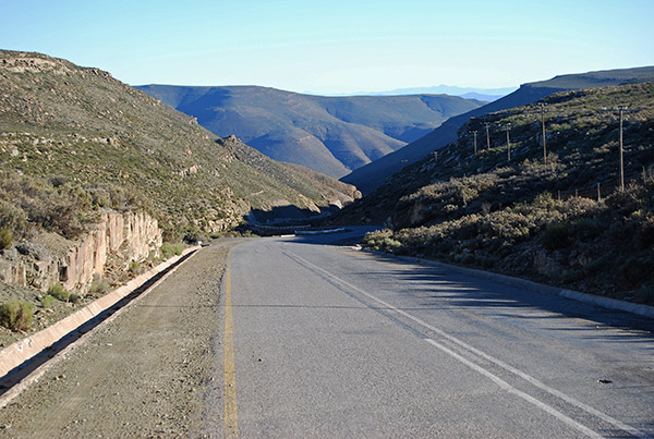 Verlatekloof Mountain Pass links Sutherland with Matjiesfontein