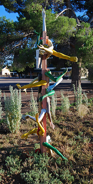 A multitude of arms is an exercise in Loxton creativity