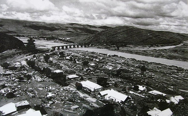 The day after the 1981 flood shows the confluence of the Baviaans and Buffel Rivers