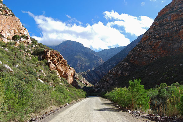 The road through Seweweekspoort