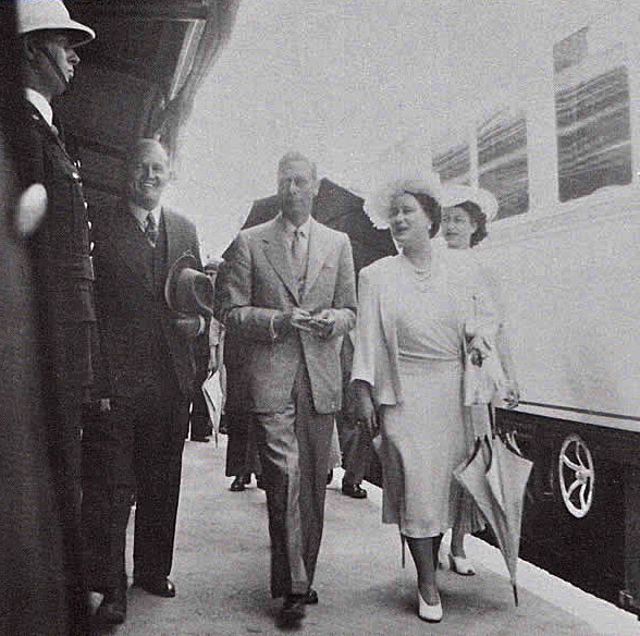 King George VI and Queen Elizabeth visit Klipplaat in 1947