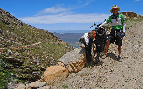 Cyclist on Swartberg Pass