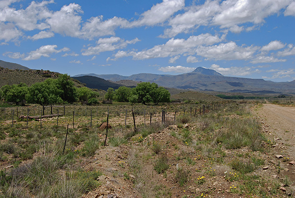 The gravel back road linking Nieu Bethesda and Graaff-Reinet