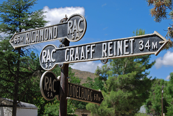 Built to last – the old Royal Automobile Club road signage in Nieu Bethesda