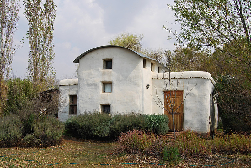 Hay bale house in Orania